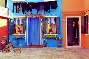 streetphotography laundry architecture colorful