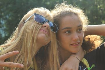 friends funny blonde sun sunglasses
